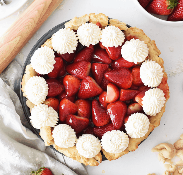 The Best Homemade Fresh Strawberry Pie | homemade strawberry pie recipes, how to make a fresh strawberry pie, recipes using fresh strawberries, how to make a homemade pie, homemade pie recipes, strawberry pie recipes, summer pie recipes, fresh fruit recipes, summer dessert recipes, summer pie recipes || The Butter Half via @thebutterhalf