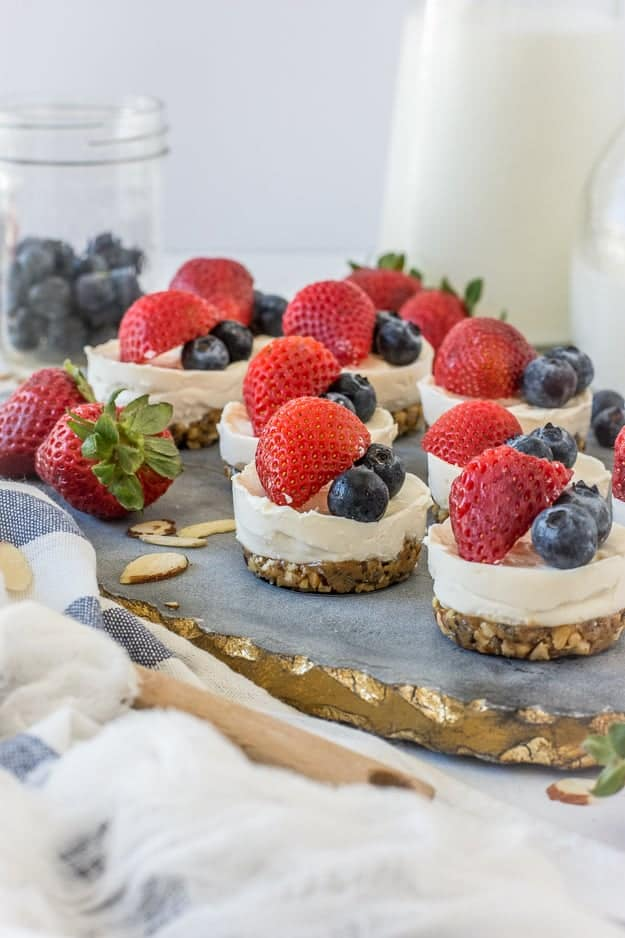 Simple 4-Ingredient No-Bake Mini Cheesecakes (Gluten-Free) | 4th of july desserts, no-bake dessert recipes, no-bake summer recipes, no-bake cheesecake recipe, gluten free cheesecake recipes, no-bake gluten free recipes, gluten free dessert recipes, gluten-free desserts, refined sugar free desserts, summer desserts, how to make cheesecake, how to make mini cheesecakes, gluten-free cheesecake, family recipes, summer recipes || The Butter Half via @thebutterhalf