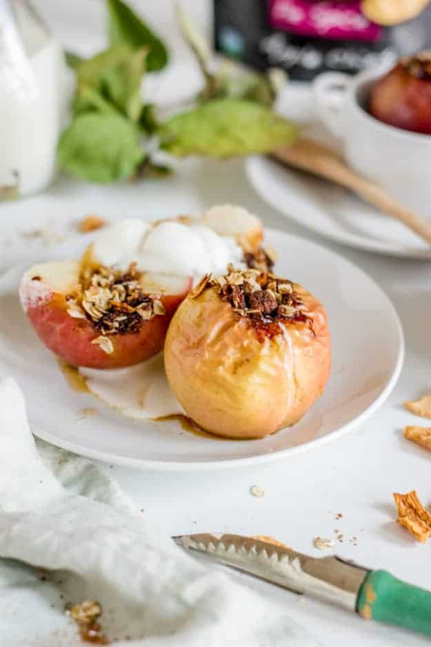 easy vegan baked apples (gluten-free + no refined sugar) | vegan apple recipes, vegan fall recipes, how to bake apples, healthy apple recipes, gluten-free apple recipes, healthy gluten-free recipes || The Butter Half via @thebutterhalf #vegandessert #applerecipes