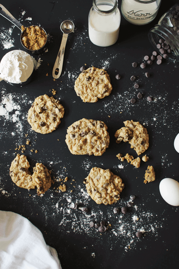 Chocolate Chip Oatmeal Cookies | homemade cookie recipes, homemade chocolate chip cookies, easy cookie recipes, the best cookie recipes, homemade oatmeal cookies || The Butter Half via @thebutterhalf