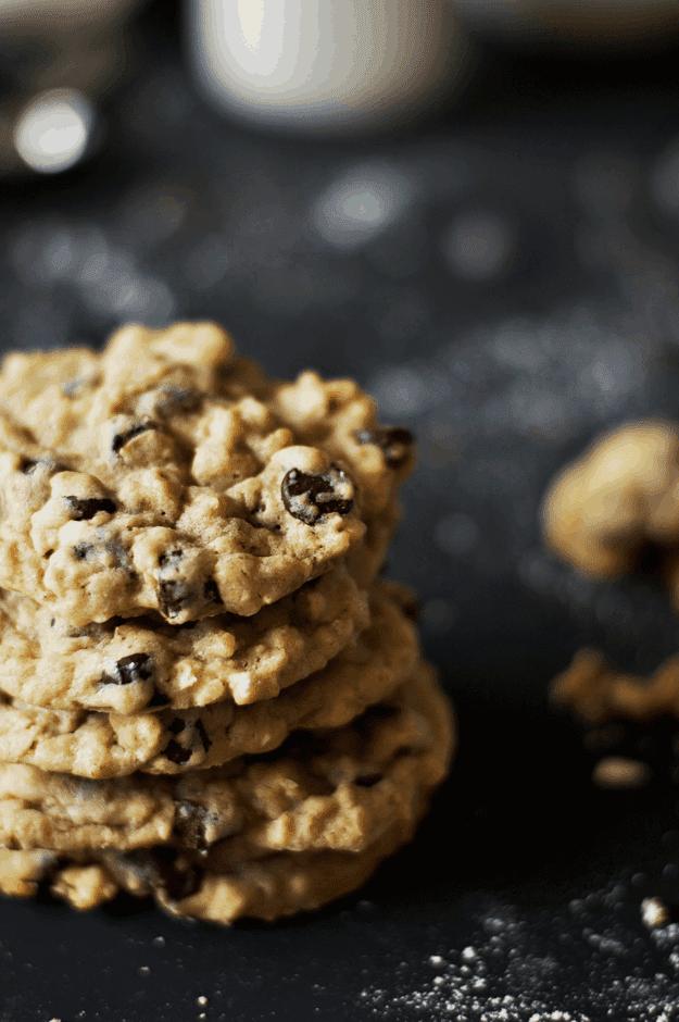 Chocolate Chip Oatmeal Cookies | homemade cookie recipes, homemade chocolate chip cookies, easy cookie recipes, the best cookie recipes, homemade oatmeal cookies || The Butter Half via @thebutterhalf