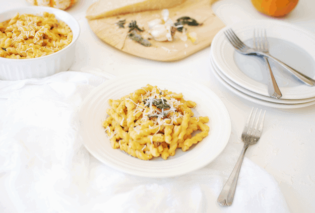 Creamy Pumpkin Alfredo Pasta | This pumpkin Alfredo pasta is one of those meals you will keep falling back on again and again this season, because it takes only 30 minutes to make and your family and friends will be so impressed you know how to make Alfredo sauce from scratch! And pumpkin flavored Alfredo at that! || The Butter Half #pumpkinrecipes #fallrecipes #pastarecipes #dinnerrecipes #thebutterhalf