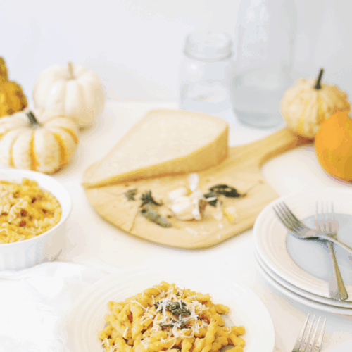 Creamy Pumpkin Alfredo Pasta | savory pumpkin recipes, fall dinner recipes, pumpkin dinner recipes, homemade alfredo recipes, homemade pasta recipes, pumpkin inspired recipes, fall inspired recipes || The Butter Half via @thebutterhalf