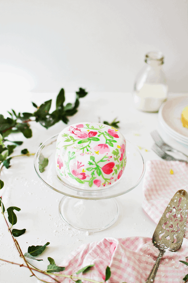 Take your cake decorating to the next level by learning how to do Edible Watercolor on Marshmallow Fondant! It takes just a little patience, a little bit of practice, and an imagination. || The Butter Half #cakedecorating #ediblewatercolor #decoratinghowto