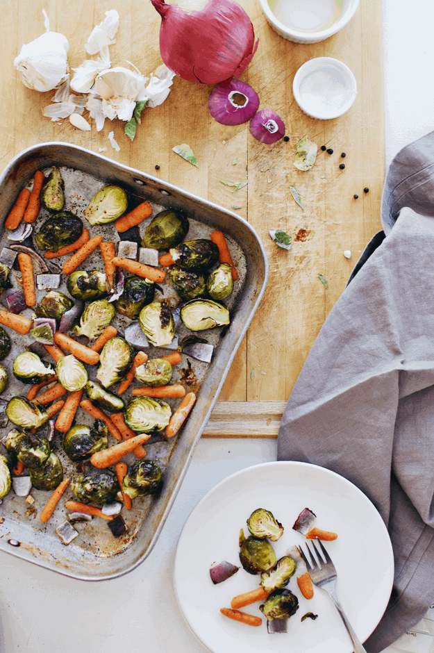 Savory Roasted Brussels Sprouts And Veggies | how to roast Brussels sprouts, Brussels sprouts recipe, roasted vegetables, healthy vegetable side dishes || The Butter Half via @thebutterhalf #brusselssprouts #roastedveggies #vegetableside