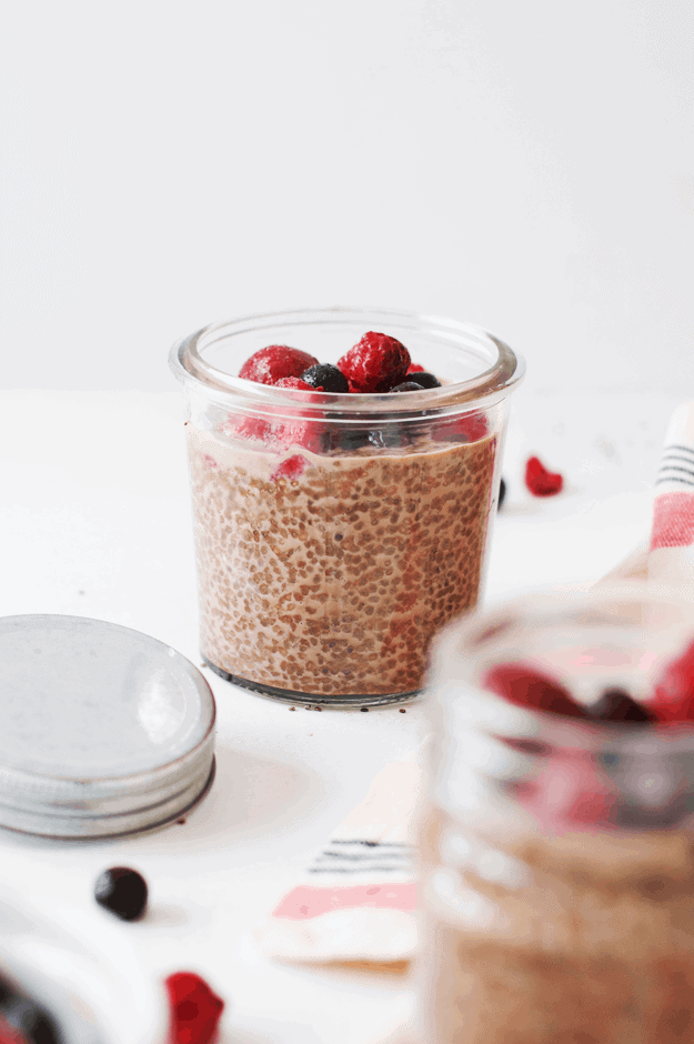 Chocolate Cinnamon Chia Seed Pudding | chia seed pudding recipes, healthy chia seed pudding, chocolate chia seed pudding, almond milk chia seed pudding || The Butter Half via @thebutterhalf #chiaseedpudding #easybreakfast #healthybreakfast