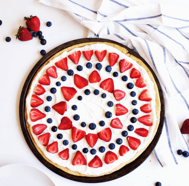 4th of July Berry Dessert Pizza | 4th of July recipe ideas | 4th of July dessert recipes | fourth of July desserts | fourth of July recipes | fun fruit recipes | fruit pizza recipe ideas | homemade fruit pizza recipes | how to make a homemade fruit pizza | patriotic recipe ideas | fun recipes for kids | family friendly recipes || The Butter Half