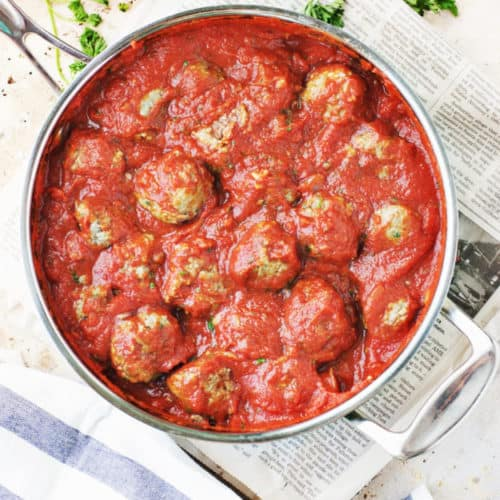 How to Make Classic Spaghetti and Meatballs | classic italian recipes, classic italian meatballs, classic spaghetti recipes, how to make spaghetti and meatballs, easy dinner recipes, family friendly dinner recipes, how to make homemade meatballs, meatball recipes || The Butter Half via @thebutterhalf