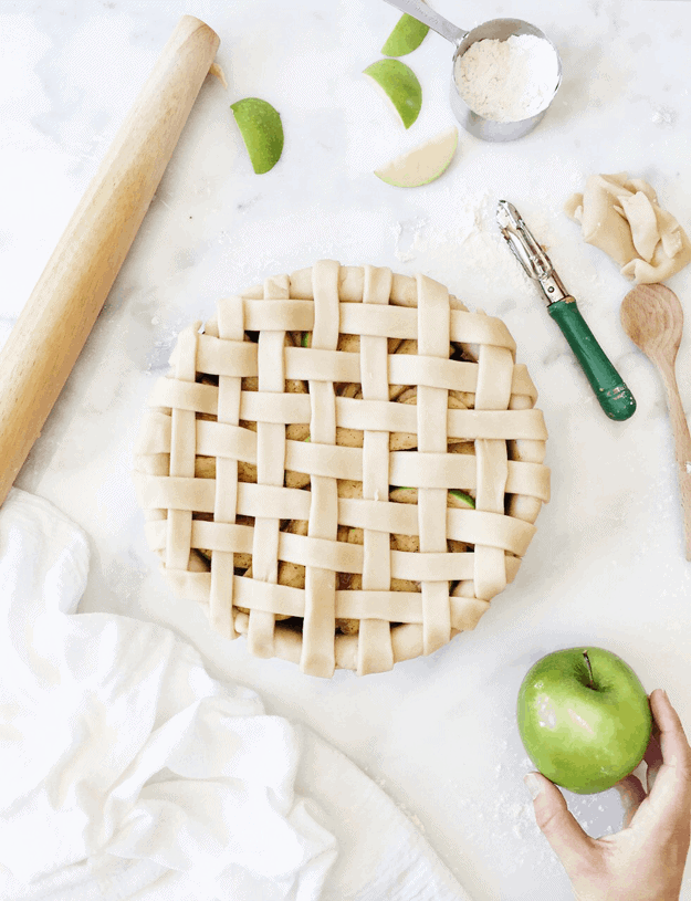 The Perfect Apple Pie Recipe | Lattice all rejoice that it's apple pie season! The key to a perfect apple pie is a flaky crust and a sweet, gooey inside. || The Butter Half #applepie #applerecipes #perfectpie #pierecipe #thebutterhalf