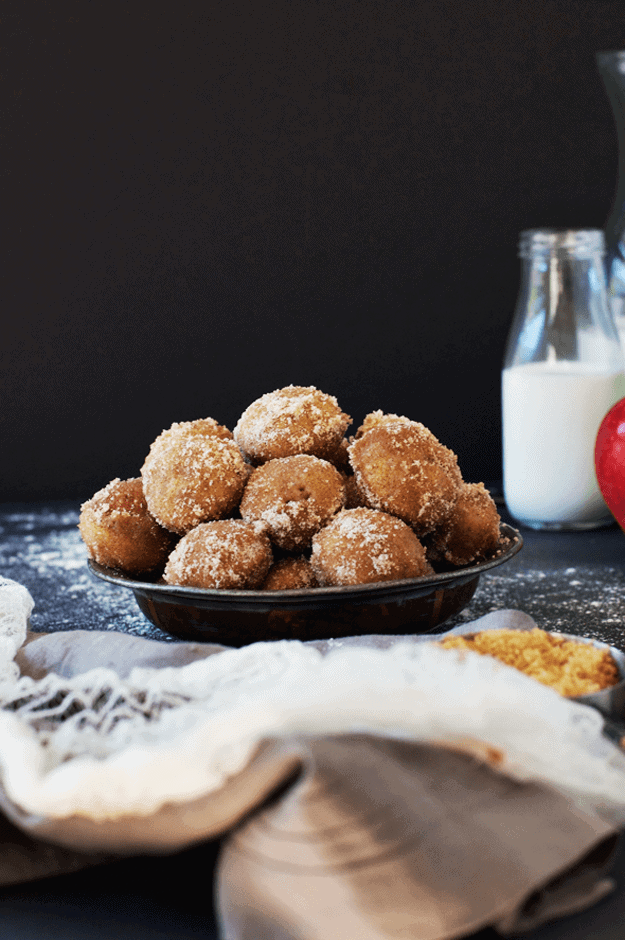 How to Make Baked Apple Cider Donut Holes | apple cider recipe ideas, homemade donut holes, how to make donut holes, apple cider themed recipes, fall recipe ideas, recipes for fall, homemade dessert recipes, apple flavored donut recipes, apple dessert recipes, apple cider dessert recipes, gluten free donut holes || The Butter Half #falldesserts #applecider #donutholes #homemadedonuts #appleciderdonutholes #glutenfree #glutenfreedonuts #thebutterhalf