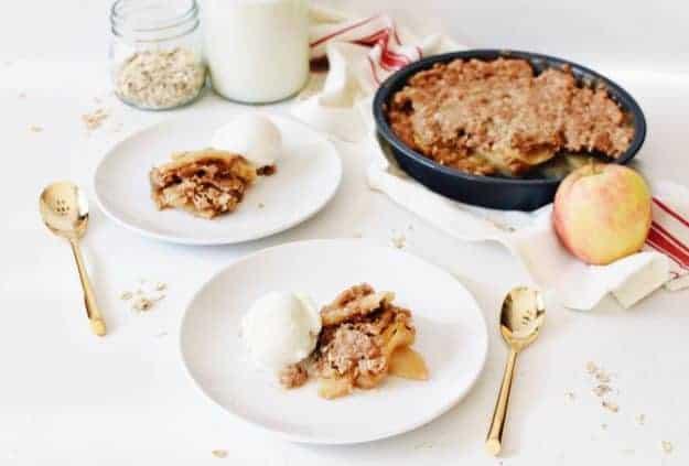 How to Make Apple Crisp with a Cake Mix | homemade apple crisp recipe, easy apple crisp recipe, cake mix recipe ideas, how to make an apple crisp, fall dessert recipes, apple dessert recipes, dessert recipes using apples, homemade fall desserts || The Butter Half #applecrisp #falldessert #appledessert #easyapplecrisp #thebutterhalf