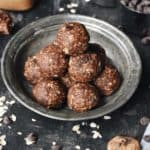 Dark Chocolate Fig Oatmeal Bites | thebutterhalf.com
