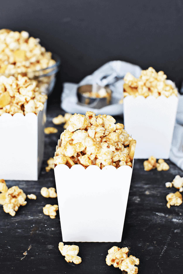 Healthy Peanut Butter Banana Popcorn | homemade popcorn recipes, healthy snack recipes, healthy popcorn recipes, easy popcorn recipes, sweet popcorn recipe || The Butter Half via @thebutterhalf #popcornrecipe #sweetpopcorn #quicksnack