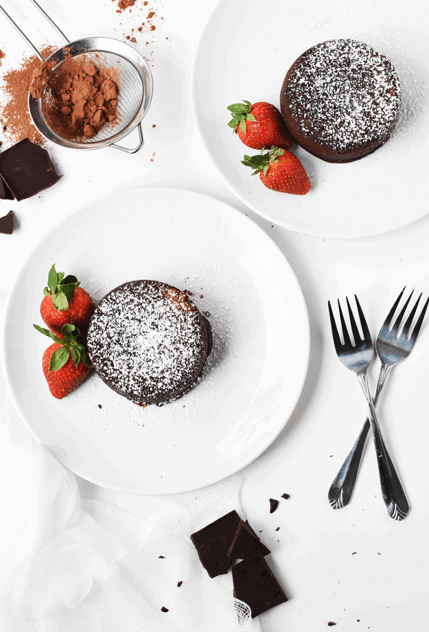 Molten Chocolate Lava Cakes for Two | Valentine's Day desserts, molten lava cakes, chocolate dessert recipes, small portion desserts, easy dessert recipes, homemade desserts || The Butter Half via @thebutterhalf #moltenlavacake #chocolatedessert #easydesserts
