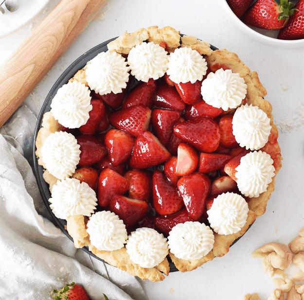 The Best Homemade Fresh Strawberry Pie | homemade strawberry pie recipes, how to make a fresh strawberry pie, recipes using fresh strawberries, how to make a homemade pie, homemade pie recipes, strawberry pie recipes, summer pie recipes, fresh fruit recipes, summer dessert recipes, summer pie recipes || The Butter Half via @thebutterhalf
