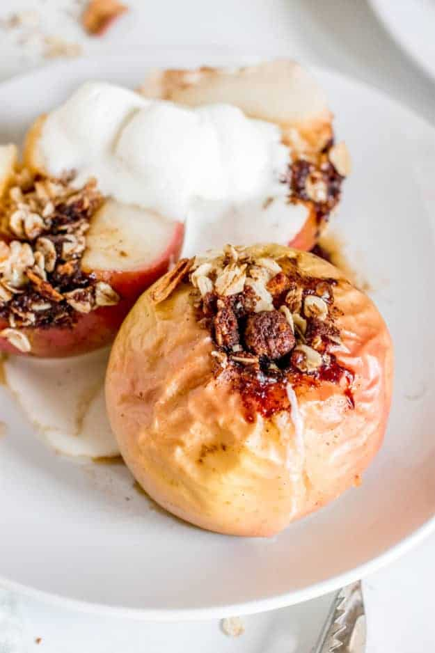 easy vegan baked apples (gluten-free + no refined sugar) | vegan apple recipes, vegan fall recipes, how to bake apples, healthy apple recipes, gluten-free apple recipes, healthy gluten-free recipes || The Butter Half #vegandessert #applerecipes #glutenfreerecipes #falldesserts #thebutterhalf