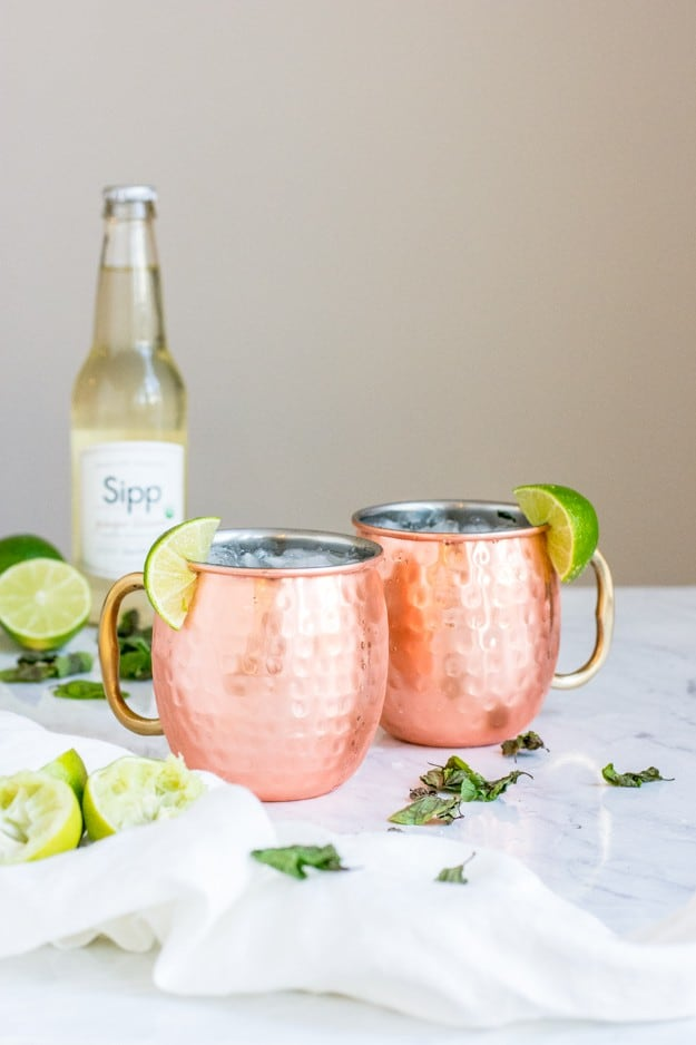 Just because you don't drink doesn't mean you can't enjoy a good beverage (or a good time!), and that's where this non-alcoholic Moscow mule mocktail comes in handy. (Ha.) The tart and light flavors are crisp and refreshing. || The Butter Half #mocktails #nonalcoholic #moscowmule #drinkrecipe #thebutterhalf