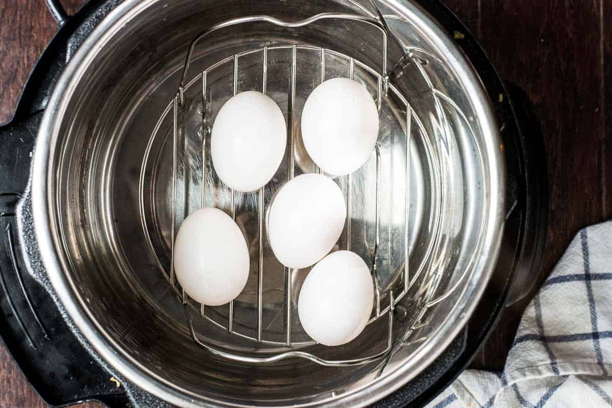 White eggs on steamer rack in Instant Pot bowl
