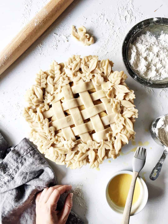 How To Make A Lattice Pie Crust Video Decorative Leaf Pie Crust