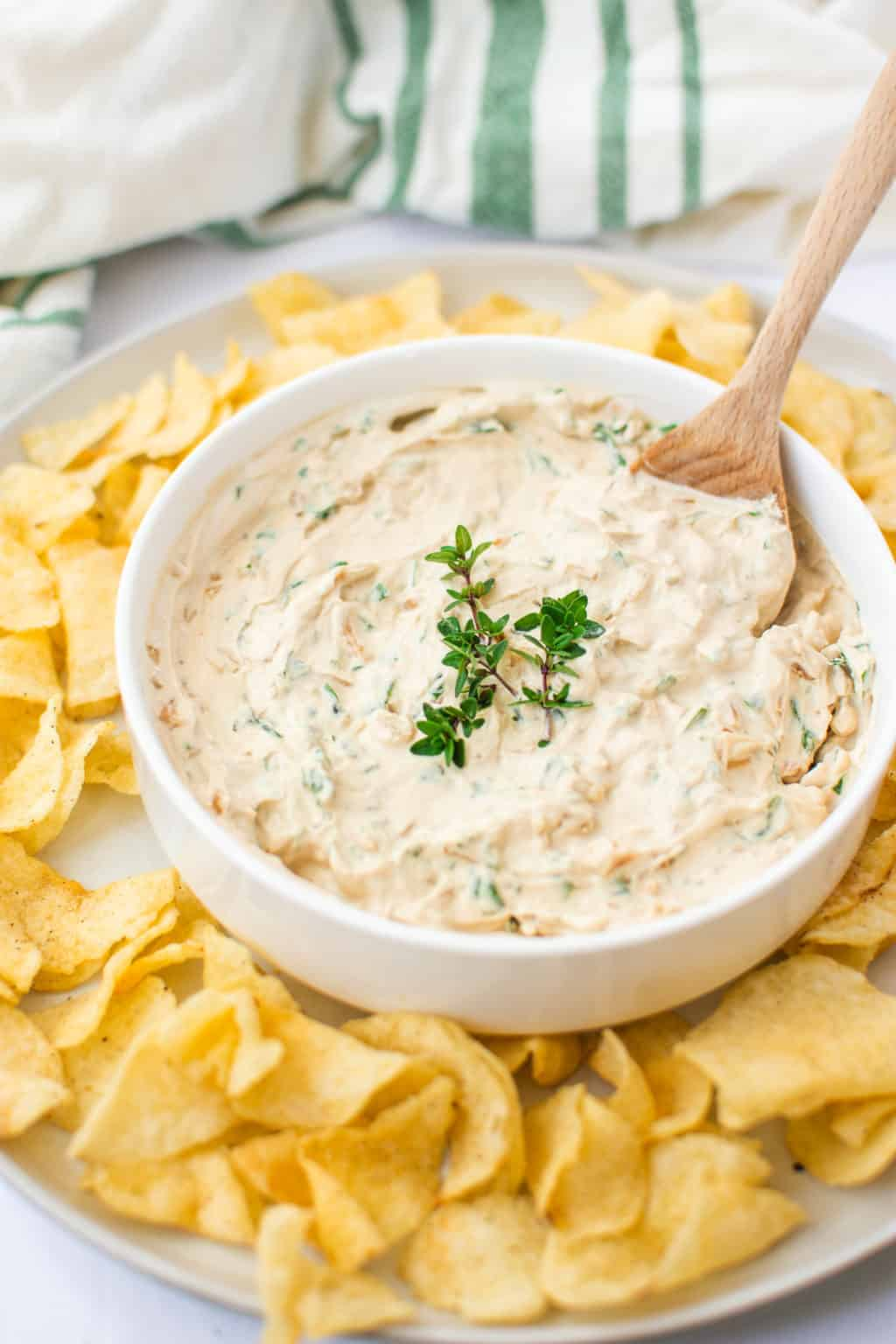 easy-healthy-french-onion-dip-gluten-free | French Onion Dip | Gluten Free French Onion Dip | Healthy French Onion Dip | Easy Appetizer Dip | Healthy Appetizer Dip | Gluten Free Appetizer | Recipes Using Cape Cod Potato Chips | Holiday Appetizers || The Butter Half #glutenfreeappetizer #glutenfree #thebutterhalf