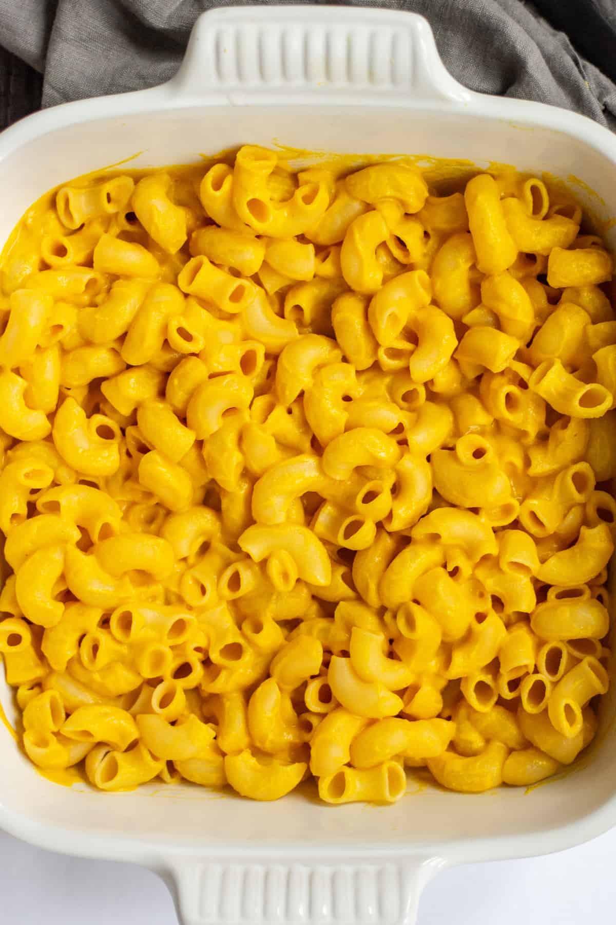 Easy Vegan Gluten Free Mac and Cheese | Vegan Comfort Food | Gluten Free Comfort Food | Vegan Mac and Cheese | Gluten Free Mac and Cheese | Vegan Queso | Mac and Cheese | Mac and Cheese using Vegan Queso| Healthy Comfort Food || The Butter Half #macandcheese #glutenfree #thebutterhalf