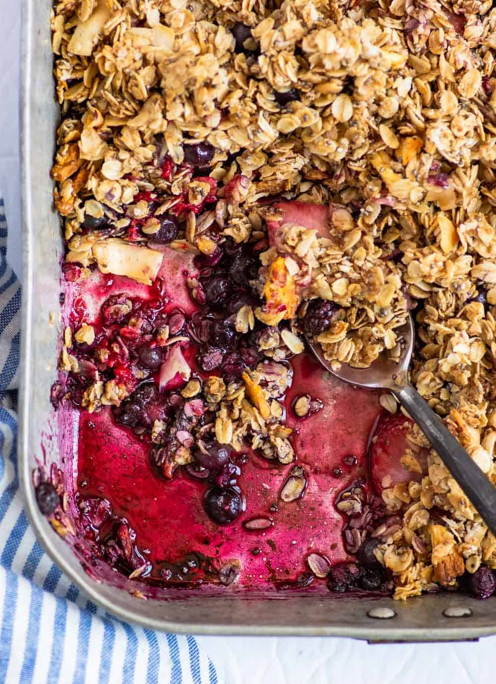 Make this Healthy Berry Crisp easily in under 45 minutes. Gluten-free and vegan, it's a terrific comforting breakfast for a crowd, or a healthy dessert! || The Butter Half #glutenfreebreakfast #glutenfreedessert #veganbreakfast #vegandessert #thebutterhalf
